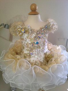 White Pageant Dresses, Pagent Dresses, Toddler Pageant, Pageant Girls, Glitz Pageant, Beauty Pageant, Pagent Hair, Toddlers And Tiaras, Baby Dress