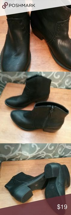 BLACK  BOOTS NEW  BLACK  BOOTS.  NICE  DESIGNS  IN  FRONT  ZIPPED UP  CLOSURE..  MADE  BY  ARIZONA  JEANS SO  PERFECT  TO WEAR WITH  JEANS  OR   ANY  PANT  ATTIRE..     WITH  JEANS ARIZONA   JEANS Shoes Ankle Boots & Booties