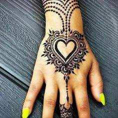 Here, in this post we have collected most beautiful and stylish heart mehndi designs for your inspiration. You can apply these heart shaped mehndi designs on your hands, arms and feet. Hope you will like these mehndi collection. Henna Tattoos, Simple Henna Tattoo, Simple Tattoo Designs, Henna Tattoo Designs, Fake Tattoos, Henna Mehndi, Mehndi Designs, Small Tattoos, Mehendi