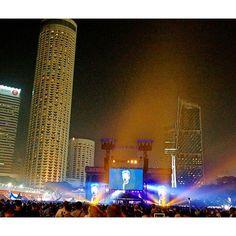 Instagram【a_zono】さんの写真をピンしています。 《🔸✈🔸 After F1. Live performance of Bon Jovi at Mariena Bay Street Circuit in Singapore 🏁🚙✨ 秋旅のオススメ🍂 .  まさにこの時期!な、熱い旅は、F1観戦@ シンガポール マリーナベイ!🏁🙉 . 決勝レース後、夜10時頃からは、街の中心地で、夜通し大音量のアーティストライブ🙌🎤昨年は、Bon Jovi😍💕 それにしても、F 1全体を通して、さすがの、エンタメ力でした。 . ※ちなみに、このライブは、観戦チケット持ってる人なら、誰でも参加OK🆗観戦場所も指定がないので、最前列に行くことも可能🙈 . ---------------- #singapore  #marinabay #nightview  #travelling  #niceview #traveling #view #singaporegrandprix  #travelphoto #travellog #travel…