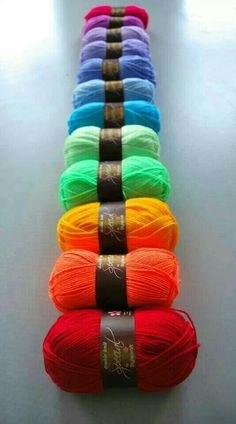 pretty rainbow of yarn Love Rainbow, Taste The Rainbow, Over The Rainbow, Rainbow Colors, Rainbow Stuff, World Of Color, Color Of Life, Happy Colors, Vibrant Colors