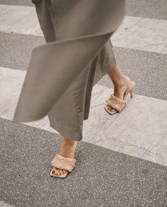 bottega veneta shoes Monique Delapierre on Instagr - shoes Fashion Shoes, Fashion Outfits, Fashion Weeks, Fashion Fall, London Fashion, Hot High Heels, Winter Mode, Mode Inspiration, Womens Slippers