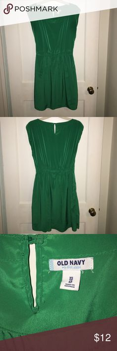 Old Navy green satin dress Old navy green satin dress. Sleeveless. Band around the middle. Old Navy Dresses Midi