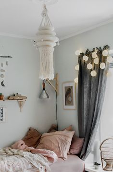 Beautiful Eclectic Style for a Kid's Room - Petit & Small Girl Room, Girls Bedroom, Bedroom Decor, Baby Bedroom, Eclectic Style, Eclectic Decor, Deco Boheme, Plates On Wall, Furniture Making