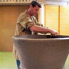 Making of the Impruneta terracotta pot by hand