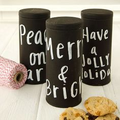 These eco-friendly chalkboard tins can be reused again and again. Click the pic for this simple DIY tutorial for packaging homemade goodies.