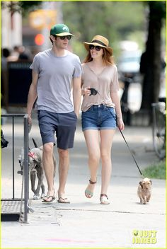 Leighton Meester & Adam Brody Are the Cutest Dog Walking Couple!: Photo Leighton Meester shows off her beautiful smile while taking a morning stroll with her husband Adam Brody and their two dogs on Monday (July in New York City. Moda David Beckham, David Beckham Style, Cool Outfits, Summer Outfits, Casual Outfits, Fashion Outfits, Leighton Meester Adam Brody, Skirt And Sneakers, Stylish Couple