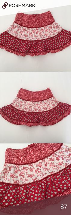 NEW💜 Old Navy Flower Print Ruffled Skirt Old Navy ruffled flower print skirt in size 2T. Comes from smoke & pet free home (DR1) Old Navy Bottoms Skirts