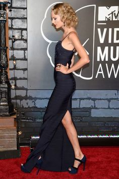 Taylor Swift on the red carpet at the VMAs Taylor Swift Legs, All About Taylor Swift, Taylor Swift Style, Taylor Alison Swift, Beautiful Person, Celebs, Celebrities, Get Dressed, Red Carpet