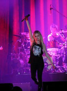 Avril Lavigne Gets Engaged & Needs a Tattoo Artist STAT avril lavigne www.amazon.com/shops/writer