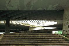 """Rampa de acesso à """"Praça do Pentágono"""", uma das estruturas da Praça Roosevelt, em janeiro de 2010."""