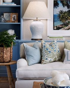 Exploring the Blue and White Interiors of Australia's Verandah House – Blue and White Home Narrow Living Room, Living Spaces, Living Rooms, Traditional Interior, Traditional House, Interior Decorating, Interior Design, Decorating Ideas, Interior Ideas