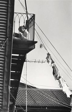 André Kertész, Boca, Buenos Aires, 18 juillet From On Reading. Thank you, yama-bato. Andre Kertesz, Vintage Photography, Fine Art Photography, Street Photography, Urban Photography, Budapest, Manila, How To Read People, Vivian Maier