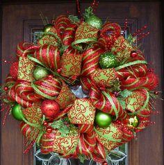 Deco Mesh WHIMSICAL CHRISTMAS Wreath with Sparkle por decoglitz