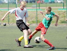 """Pół setki drużyn na starcie """"piłkarskich wtorków"""" - Olimp stubno (zielona koszulka) - SMS Mościska"""