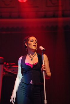 Joanne_Catherall_performing_at_Paradiso,_Amsterdam,_Netherlands-19April2011.jpg (3752×5624)