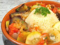 Ghiveci de legume Romanian Food, Tasty, Chicken, Vegetables, Memories, Random, Gardens, Memoirs, Souvenirs