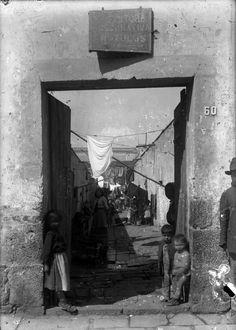 1930 Entrada y patio principal de una vecindad típica de clase media baja en la Ciudad de México.
