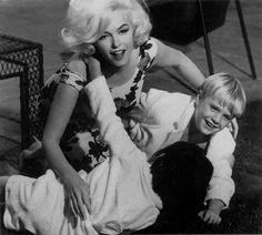 """Marilyn Monroe on the set with her movie children. """"Something's Got To Give"""""""