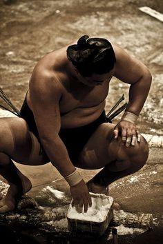 Sumo wrestler - Cool Japan