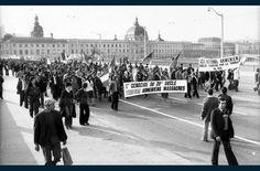 Défilé sur le pont de la Guillotière pour la commémoration du génocide arménien / 24 avril - Archives Le Progrès