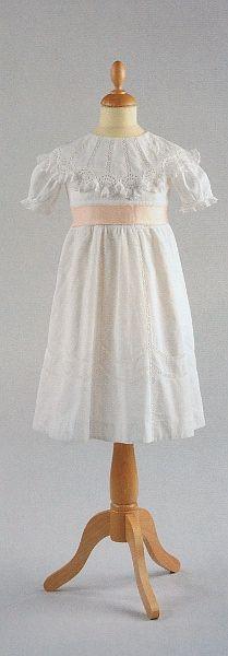 Girl dress, Vienna 1910 ___________________ Brautkleid @ Wien Museum
