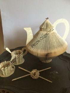 Kaffeekanne mit Tassen, Bücher Kunst Book Folding Old Book Art, Old Books, Paper Design, Book Design, Book Clock, Paper Art, Paper Crafts, Book Sculpture, Sculptures