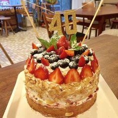Rue, Cheesecake, Paris, Desserts, Food, Small Horse Barns, Tailgate Desserts, Montmartre Paris, Deserts