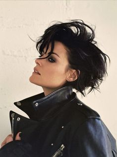 Jaimie Alexander Talks Being a Strong Woman in 'Schon' Mag: Photo Jaimie Alexander is featured in a super cool new photo shoot for Schon magazine's latest issue. The Blindspot actress also opened up to the mag and we have some… Jaimie Alexander, Selena Kyle, Hair Today, Beautiful Actresses, Face And Body, Strong Women, Bob Hairstyles, Girl Crushes, Hair Goals