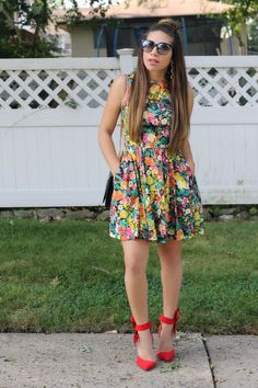 Bayann from Bay's Style Diary wearing a floral dress with pockets. Wearing red heels with a bow Bayann from Bay's Style Diary wearing a floral dress with pockets. Wearing red heels with a bow Classy Outfits, Casual Outfits, Fashion Outfits, Womens Fashion, Fashion Blogs, Mom Fashion, Outfits Plus Size, Dress Plus Size, Casual Fashion Trends