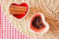 Aprenda a preparar um composto de cravo e canela para ajudar na proteção da casa