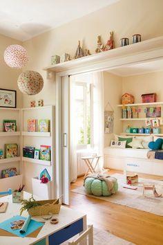 Dormitorio para los niños con sala de juegos                                                                                                                                                      Más