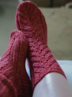 Pitsineule villasukat Novita Duo Knitting Socks, Ravelry, Knit Crochet, Pattern, Knits, Yarns, Crocheting, Google, Design