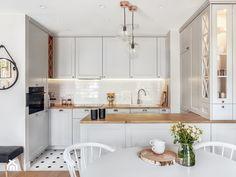 Kitchen Room Design, Modern Kitchen Design, Interior Design Kitchen, Gray And White Kitchen, Small Apartment Kitchen, Grey Kitchens, Scandinavian Living, Kitchen Organization, Interior Design Inspiration