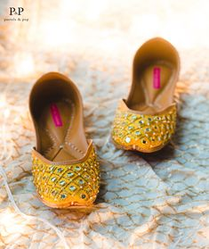 Sunshine yellow base with silver mirrors, gold beads and tiny pearls spread beautifully all over the jutti! Beach Wedding Shoes, Bridal Shoes, Indian Shoes, Bridal Makeover, Pakistani Dresses Casual, Shoes Flats Sandals, Stylish Sandals, Pretty Shoes, Sock Shoes