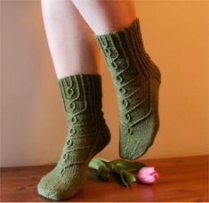 Ravelry: Hovineito socks pattern by Tiina Kuu free pattern Loom Knitting, Knitting Socks, Knitting Stitches, Knitting Patterns Free, Knit Patterns, Free Knitting, Free Pattern, Crochet Socks, Crochet Scarves