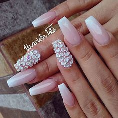 The advantage of the gel is that it allows you to enjoy your French manicure for a long time. There are four different ways to make a French manicure on gel nails. Hot Nails, Swag Nails, Gorgeous Nails, Pretty Nails, 3d Flower Nails, Bridal Nail Art, Best Acrylic Nails, Simple Nails, Nails Inspiration
