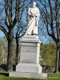 Tours(37)-Statue de François Rabelais!