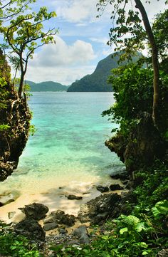A secluded cove on Cadlao Island, El Nido #Philippines #Pilipinas #Pinas #Pinoy #Asia #travel #world #nature #wanderlust #vacation #touristspot #places #bucketlist