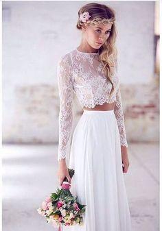Svatební šaty - krajkový top a sukně.