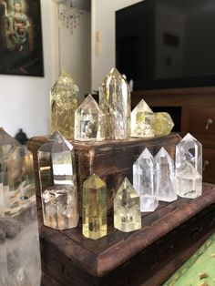49 Crystals Decorating That You Need For Your Apartment Crystal Room, Crystal Decor, Crystal Magic, Crystal Grid, Crystal Cluster, Crystals Minerals, Rocks And Minerals, Crystals And Gemstones, Stones And Crystals
