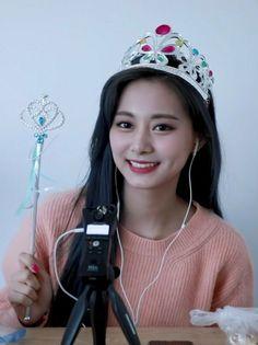 ThA'ts my girl arghhh💘😍 Kpop Girl Groups, Kpop Girls, My Girl, Cool Girl, Chou Tzu Yu, Tzuyu Twice, Hair Color And Cut, Asian Beauty, Dancer