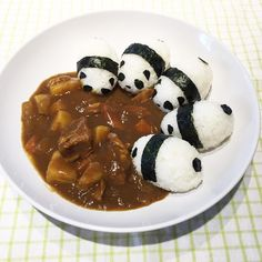 Food presentation : Japanese Curry & Panda Onigiri (Rice balls) - Aww, this is so cute! Bento Recipes, Baby Food Recipes, Food Art For Kids, Good Food, Yummy Food, Cafe Food, Food Humor, Aesthetic Food, Food Cravings