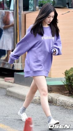 The Beauty of Chubby Leg Lines of K-pop Girl groups Female idol 12 December 2015 Kpop Fashion, Korean Fashion, Seulgi, Korean Girl, Asian Girl, Red Velvet Irene, Velvet Fashion, Kpop Outfits, Airport Style