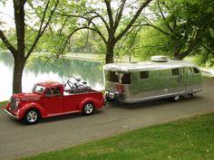 Vintage Trailer with Vintage Truck Vintage Rv, Vintage Airstream, Vintage Caravans, Vintage Trucks, Camper Caravan, Truck Camper, Camper Trailers, Diy Camper, Camper Interior