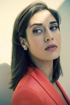 How GORGEOUS does Lizzy Caplan look in this shot from The Wrap?!