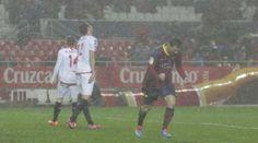 Lionel Messi festeja tras anotar un gol del Barcelona contra el Sevilla, en un partido de liga realizado el domingo 9 de febrero de 2014 (AP...