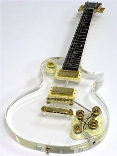 Guitarra transparente