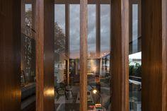 CASA BRAVOS | Praia Brava em Itajaí SC | JOBIM CARLEVARO arquitetos | Interiores: Simara Mello | Foto: © leonardo finotti  #santacatarina #brasil #jobimcarlevaro #arquitetura #casa #itajai #praiabrava #camboriu #interiores #decor #arquiteto #florianopolis #casas #houses #brise #interiores