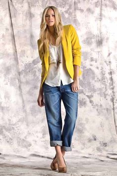 Relaxed wide leg jeans in a lovely spring summer light blue wash.